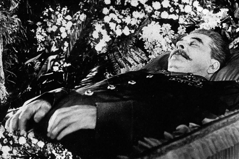 Resultado de imagem para morte de stalin